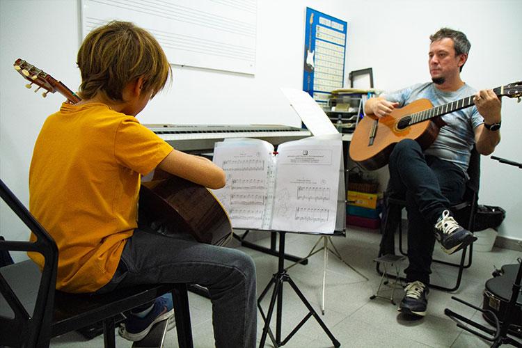 escuela_musica_Barcelona_guitarra