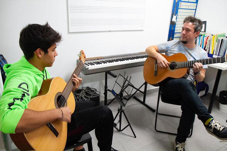 escuela_musica_Barcelona_guitarra_clase_privada